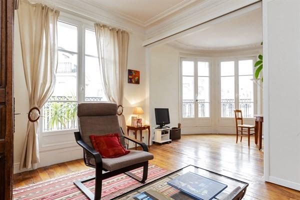 Le javel superbe f3 pour 4 avec balcon filant dans le quartier de commerce paris 15 me my - Location meublee paris 15 ...