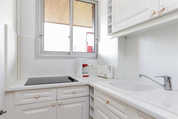 louise superbe f2 avec balcon louer au mois au pied du m tro louise michel neuilly my. Black Bedroom Furniture Sets. Home Design Ideas
