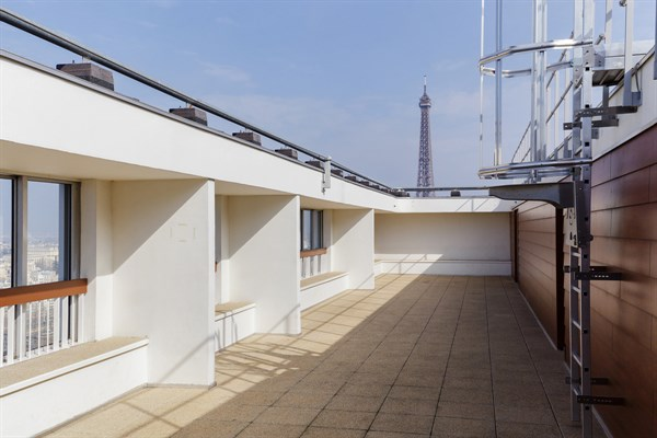 emeriau studio avec vue panoramique dans un immeuble avec piscine bir hakeim paris 15 me. Black Bedroom Furniture Sets. Home Design Ideas