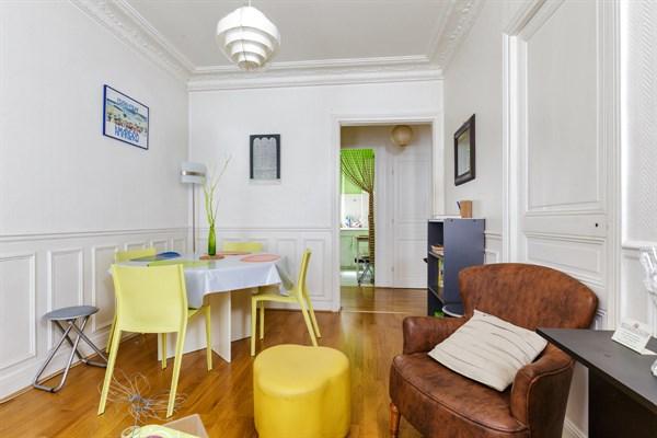 pyr n es superbe appartement meubl de 3 pi ces id al pour 4 gambetta paris 20 me my paris. Black Bedroom Furniture Sets. Home Design Ideas