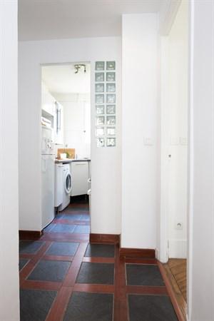claude superbe appartement de 2 chambres typiquement parisien villiers paris 17 me my. Black Bedroom Furniture Sets. Home Design Ideas