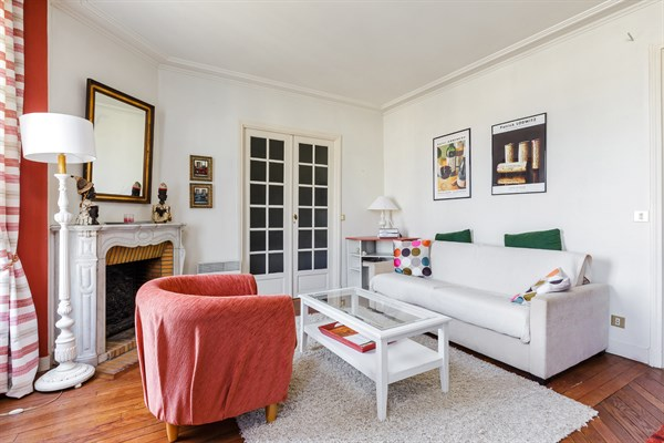 Eiffel splendide appartement de 2 chambres avec balcon for Appartement atypique 15eme