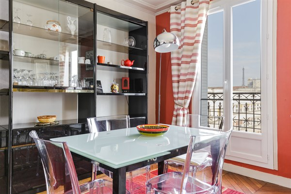 Eiffel splendide appartement de 2 chambres avec balcon - Louer son appartement meuble a la semaine ...