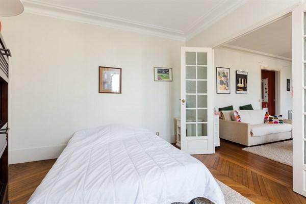 Eiffel splendide appartement de 2 chambres avec balcon - Location appartement paris 2 chambres ...