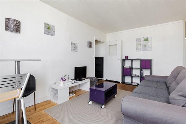 ... Location Meublée Mensuelle Du0027un Appartement De 3 Pièces Pour 4 à 6  Personnes Métro ...