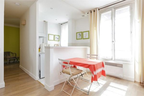 Le violet magnifique appartement de 2 pi ces raffin rue du commerce paris 15 me my paris - Location meublee temporaire paris ...