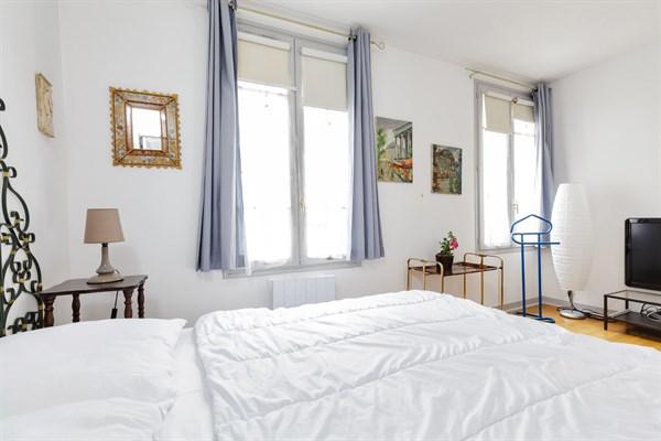Jonquoy splendido appartamento di 3 stanze con due for Appartamento con 3 camere da letto nel seminterrato
