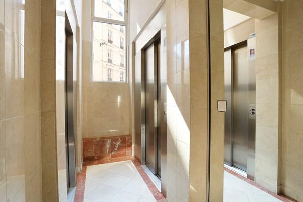 Laugier appartamento moderno e raffinato di 100 m2 con 2 for Quartiere moderno parigi