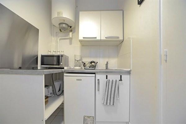 Studio17 appartamento arredato dal design moderno per 2 for Quartiere moderno parigi