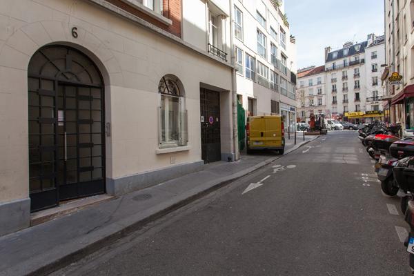 Truffaut splendido appartamento di 2 stanze moderne a for Quartiere moderno parigi