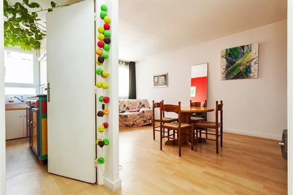 Marcadet superbo appartamento di 2 stanze a due passi da for Quartiere moderno parigi