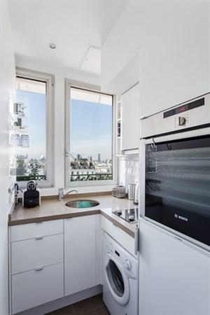 Les rosiers studio moderno con balcone filante e vista for Appartamenti a parigi