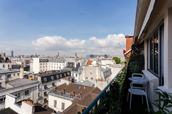 Les rosiers studio moderno con balcone filante e vista for Quartiere moderno parigi
