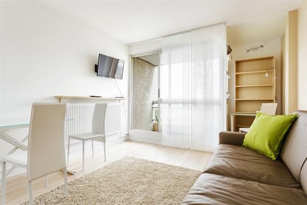 Bourdelle nuovo studio moderno con terrazza arredata a - Casa vacanza a parigi ...