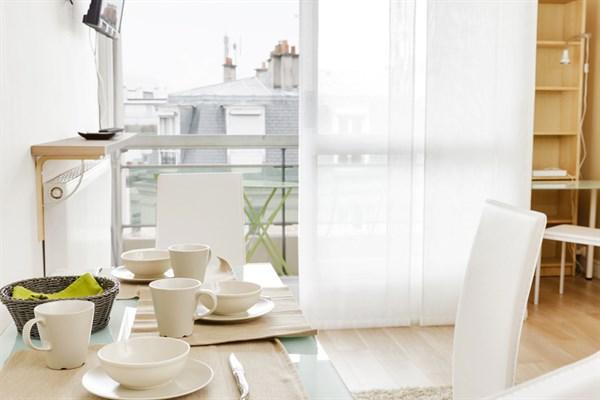 Bourdelle nuovo studio moderno con terrazza arredata a for Quartiere moderno parigi