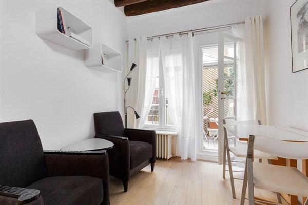 Le maubert elegante appartamento per 2 con terrazza for Quartiere moderno parigi