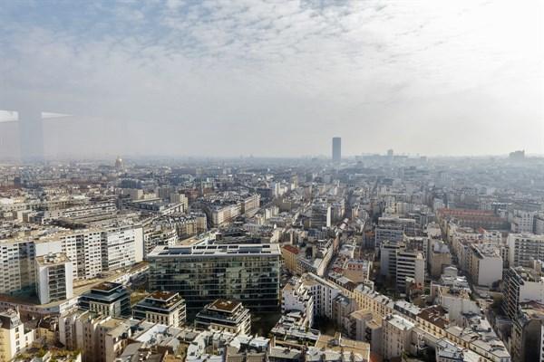 Emeriau monolocale con vista panoramica e piscina for Quartiere moderno parigi