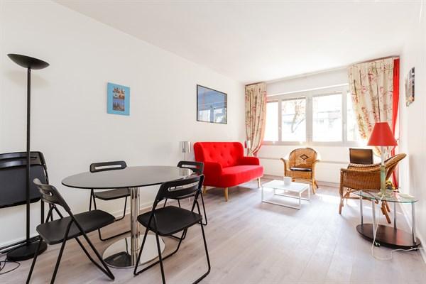 Le romain pratico appartamento di 2 stanze ideale per un for Volo e soggiorno a parigi